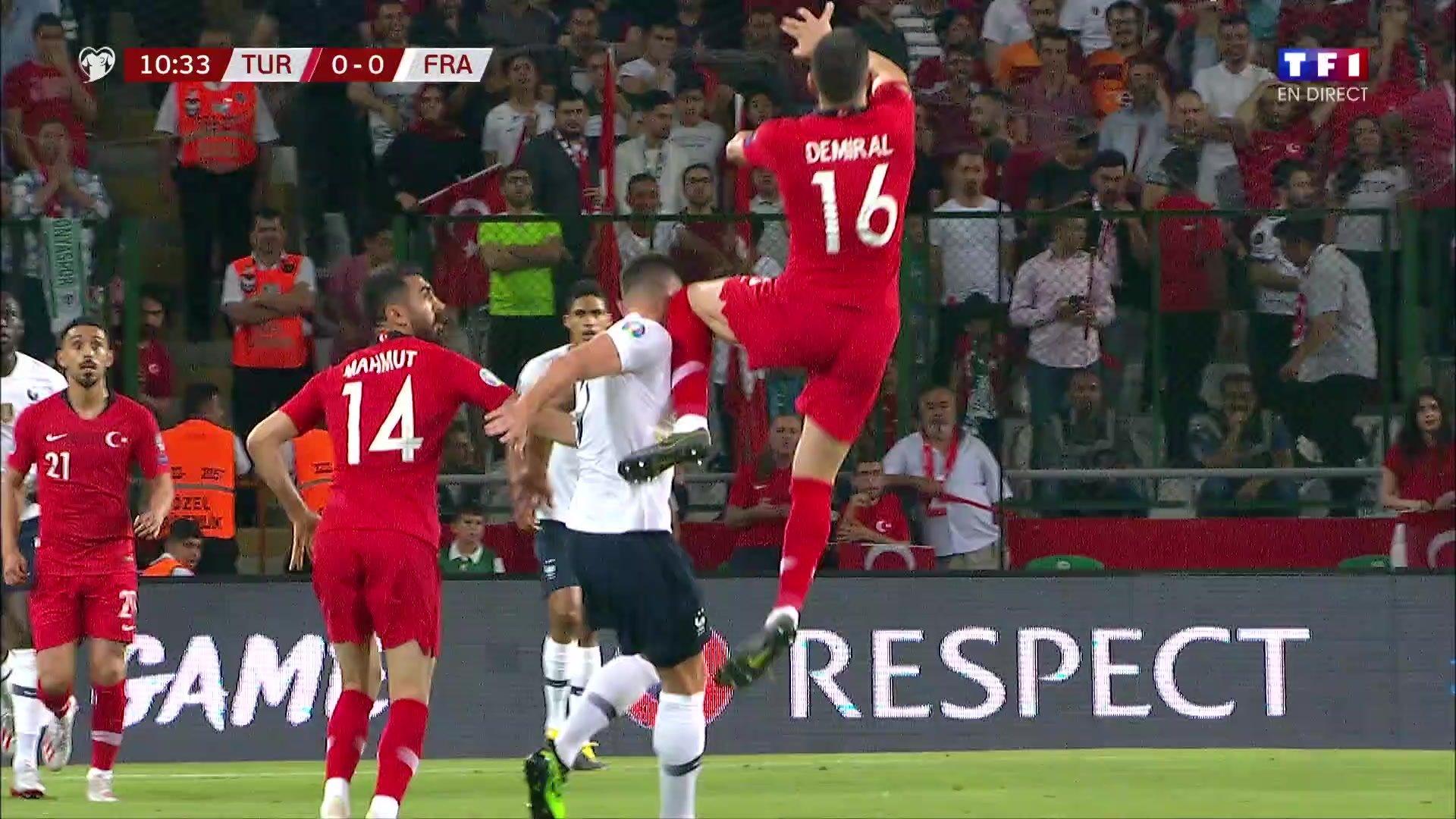 Turquie-France - Le coup de genou reçu par Giroud en vidéo