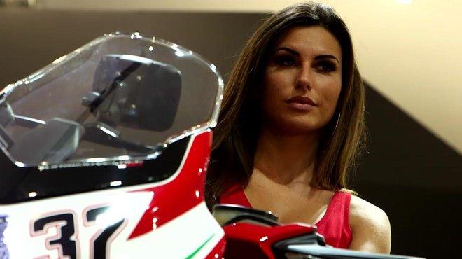 Les h tesses du salon moto eicma de milan 2016 automoto for Salon de milan moto 2018