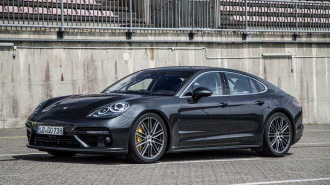 la porsche panamera turbo 2017 l essai dans automoto automoto tf1. Black Bedroom Furniture Sets. Home Design Ideas