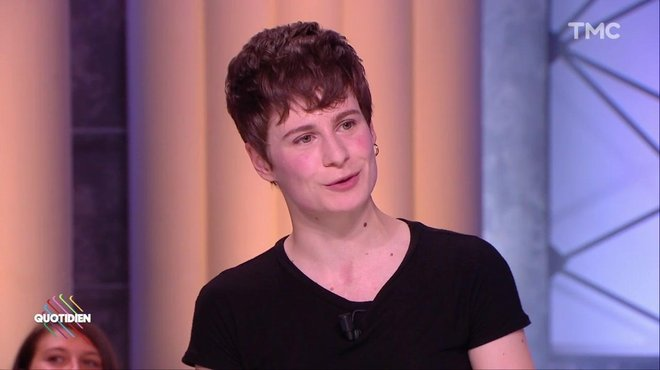 comment christine and the queens est devenue chris quotidien avec yann barth s tmc. Black Bedroom Furniture Sets. Home Design Ideas