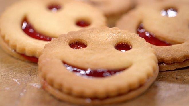 Recette de biscuits smiley la fraise petits plats en - Recette cuisine tf1 petit plat en equilibre ...
